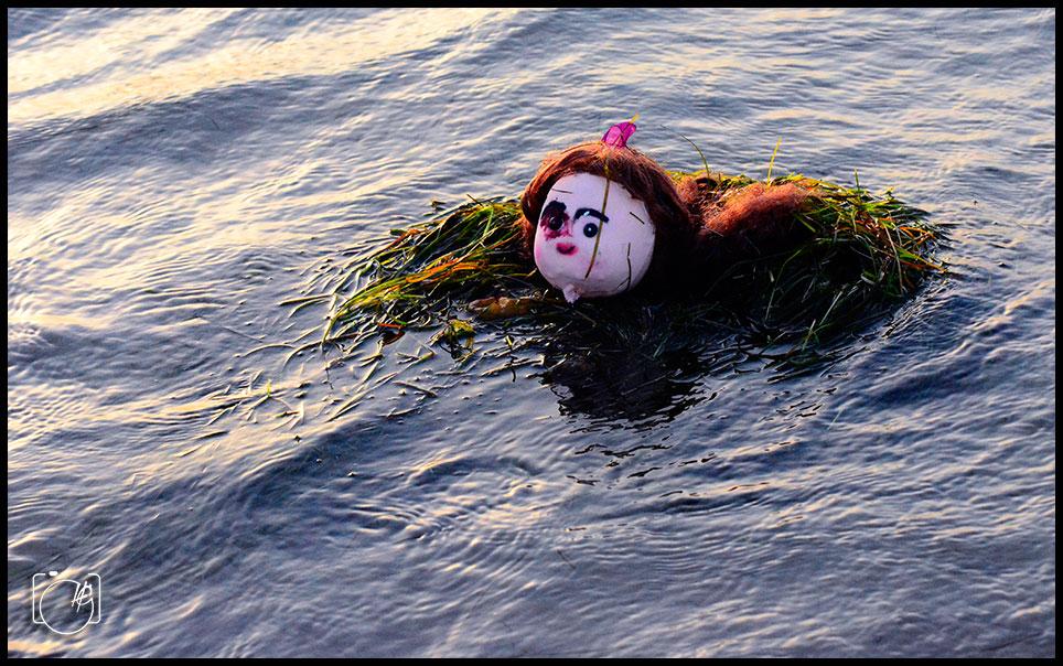 HGL-Floating-horror